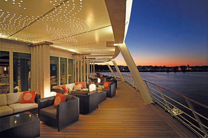 Regent Seven Seas Voyager, Horizon Lounge